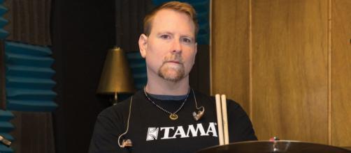 Autoridades policiales aún no han explicado las causas del fallecimiento de Sean Reinert. - moderndrummer.com