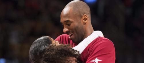Kobe Bryant abrazando a su hija Gianna