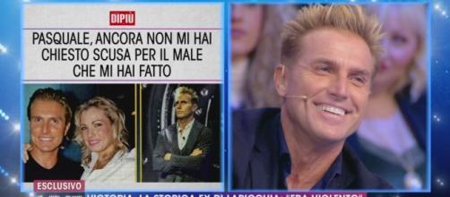 Live - Non è la d'Urso, Pasquale Laricchia replica all'ex Victoria: 'Mai stato violento'.
