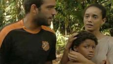 'Amor do Mãe': Vitória encontra Tiago perdido em matagal após arrastão