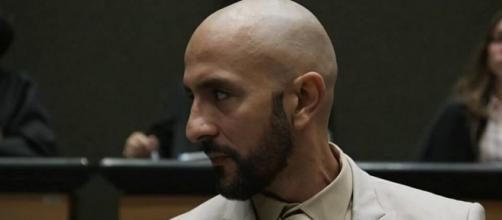 Álvaro enfrenta traição de pessoas próximas em 'Amor de Mãe'. (Reprodução/TV Globo)