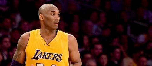 Kobe Bryant jogando pelo Lakers em abril de 2016, em Los Angeles. ( Divulgação )