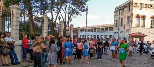 Trabajadores de La Habana desalojaron sus oficinas por el movimiento telúrico. - com.ar