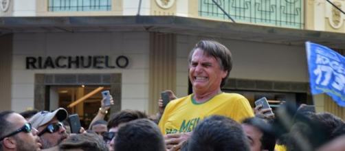 Logo após sofrer o ataque criminoso Bolsonaro foi levado as pressas para o hospital em Juiz de Fora (MG). (Arquivo: Blasting News)