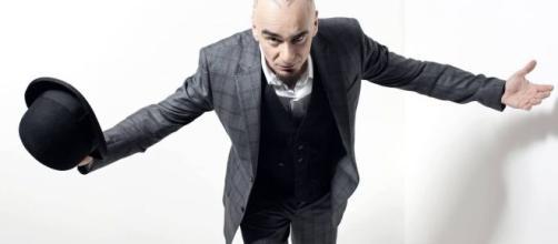 J-Ax cita Fabrizio Corona nel brano Quando Piove, Diluvia e la risposta non tarda ad arrivare.