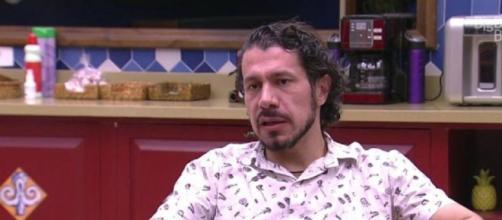 Rômulo faz críticas ao 'BBB'. (Reprodução/TV Globo)