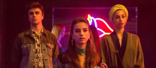 Secondo la testata Bluper, Élite 3 è stata rinnovata per una quarta e una quinta stagione in cui il cast sarà nuovo