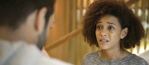 Vitória se emociona ao contar para Sandro sobre mentira de Kátia em 'Amor de Mãe'. (Reprodução/TV Globo)
