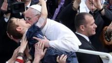 A irritação de um Papa que não hesita em ficar mais perto dos fiéis