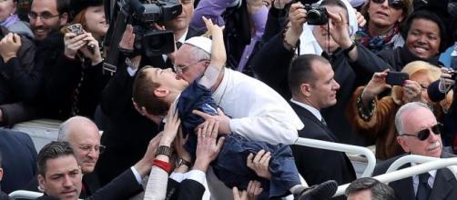 Papa Francisco tem uma boa relação com os fiéis. (Arquivo Blasting News)