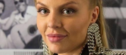 A artista está interpretando a cantora Mel em 'Amor de Mãe'. (Reprodução/TV Globo)
