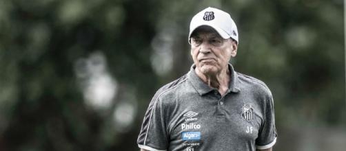 Jesualdo busca a primeira vitória na Vila Belmiro. (Arquivo Blasting News)