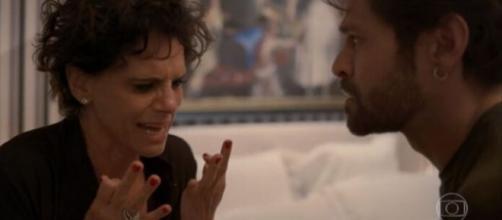 Lídia se desespera ao terminar relacionamento em 'Amor de Mãe'. (Reprodução/TV Globo)