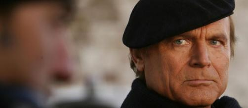 Terence Hill, l'attore che veste i panni di Don Matteo.