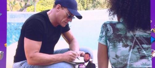 Cyril Hanouna confie dans TPMP que c'est du sérieux entre Anissa et Jean-Claude Van Damme qui se sont rencontrés dans Les Anges 12. ®TPMP