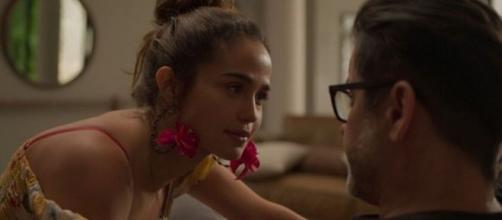 Érica vai levar um pé na bunda de Raul em 'Amor de Mãe'. (Reprodução/TV Globo)