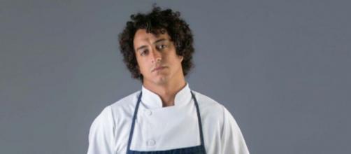 Ex-Masterchef Dario Costa é vítima de suposto racismo em seu restaurante. (Arquivo Blasting News)