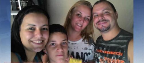 Família foi encontrada carbonizada no porta-malas de um carro. (Reprodução/Record TV)