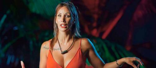 Fani, en la hoguera de 'La isla de las tentaciones'. / Telecinco