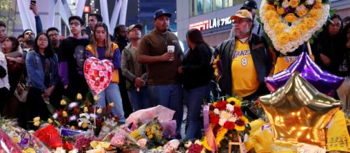 Homenajes de los fans a Kobe Bryant en Los Ángeles. - infobae.com