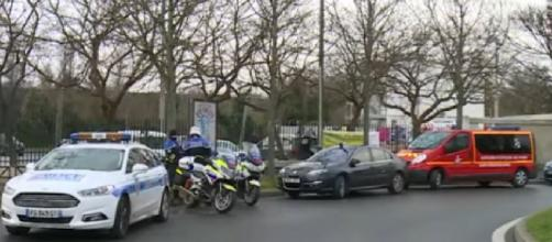 France: One dead and several injured after knife attack near Paris. [Image source/Ruptly YouTube video]