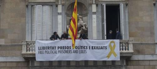 Retiran la bandera del Palau de la Generalitat durante unos minutos
