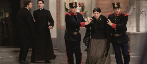Una Vita, spoiler: Ursula arrestata con l'accusa di aver ucciso Fra Guillermo