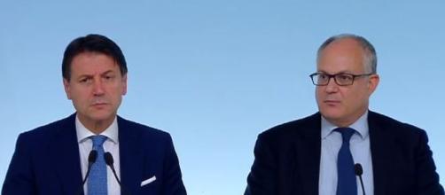 Il premier Giuseppe Conte ed il Ministro dell'Economia Gualtieri.