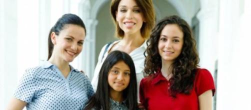 Nei prossimi episodi di Un posto al sole, Carla Parisi si avvicinerà a Mia cercando di recuperare il rapporto con la figlia.