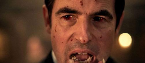 O ator Claes Bang agradou aos fãs como Drácula. (Reprodução/Netflix)