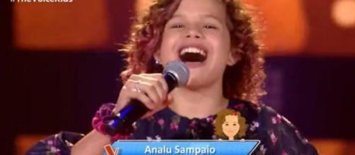 Analu Sampaio se apresenta na estreia do 'The Voice Kids 2020'. (Reprodução/ Rede Globo)