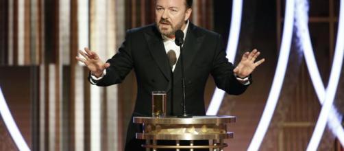 O comediante Ricky Gervais apresentou o evento pela quinta vez. (Divulgação/Golden Globes)