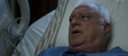 Alberto (Antonio Fagundes) vai ficar furioso ao ser levado para o hospital em 'Bom Sucesso'. (Reprodução/TV Globo)