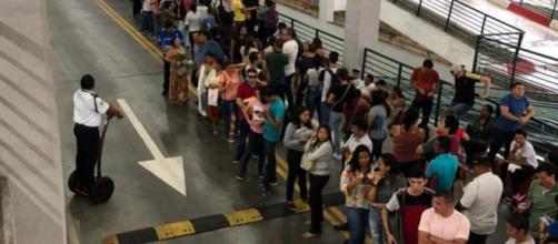 Candidatos formam longa fila em busca de emprego em Fortaleza. (Arquivo Blasting News)