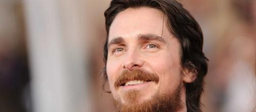 Christian Bale estaria negociando sua entrada no MCU, diz site. (Arquivo Blasting News)