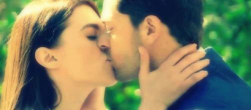 Nei prossimi episodi di Un posto al sole, Niko scoprirà che Aldo e Beatrice sono tornati insieme.