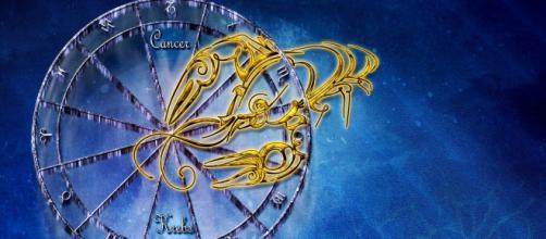 Previsioni astrologiche 9 gennaio: Cancro trasgressivo, chiamate extra per Acquario.