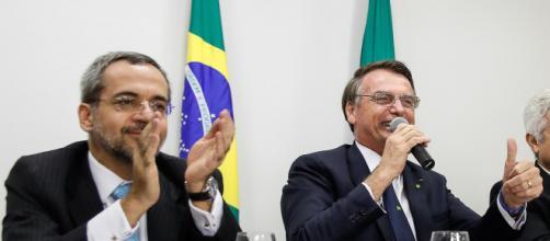 Abraham Weintraub e Jair Bolsonaro se encontraram no Palácio do Planalto na última terça-feira (7). (Arquivo Blasting News)