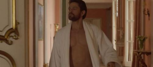 Alejandro Claveaux interpreta o personal trainer sedutor e golpista em 'Amor de Mãe'. (Reprodução/TV Globo)
