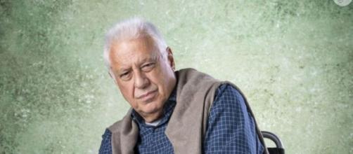 Na reta final da novela 'Bom Sucesso', Alberto suplica para Diogo durante incêndio. (Divulgação/TV Globo)