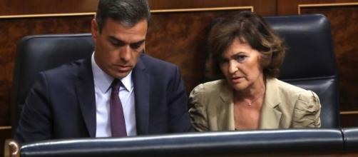 Pedro Sánchez con Carmen Calvo en el Congreso de los Diputados