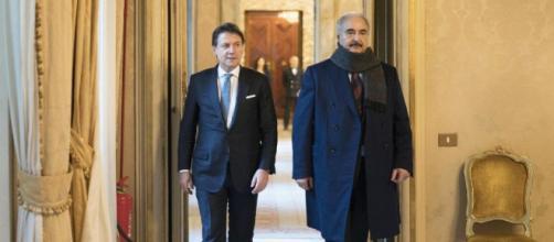 Giuseppe Conte con il generale Haftar a Palazzo Chigi.