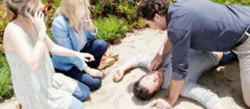 Beautiful, trame Usa: Thomas cade dalla scogliera dopo una spinta di Brooke.
