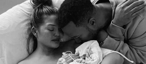 Bebê de modelo Chrissy Teigen e cantor John Legend morre após parto. (Reprodução/Instagram/@chrissyteigen)