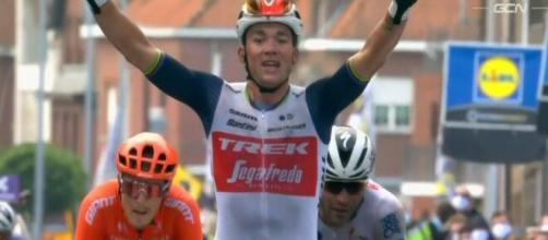 Gand – Wevelgem: marcamento tra van Aert e Vander Poel, la vittoria a Mads Pedersen.