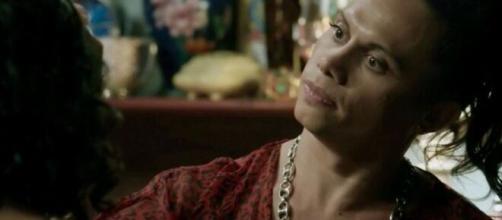 Nonato choca ao relembrar passado difícil em 'A Força do Querer'. (Reprodução/ TV Globo)