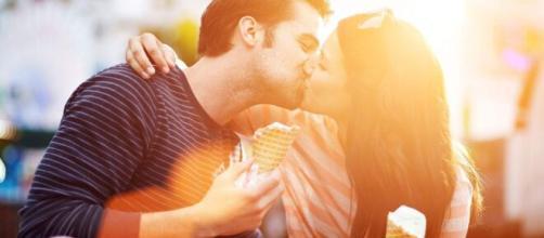 O beijo apaixonante a dar para cada signo. (Arquivo Blasting News)