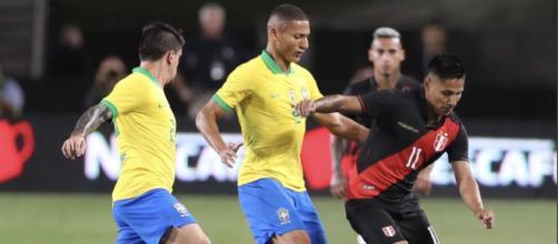 A Seleção Brasileira vai em busca da segunda vitória na temporada nas Eliminatórias para a Copa do Mundo, diante do Peru em Lima as 21h.