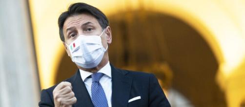 Coronavirus, firmato nuovo dpcm: locali dovranno chiudere a mezzanotte.