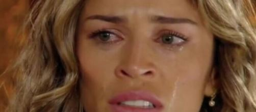 Ester cairá em lágrimas em 'Flor do Caribe'. (Reprodução/ TV Globo)
